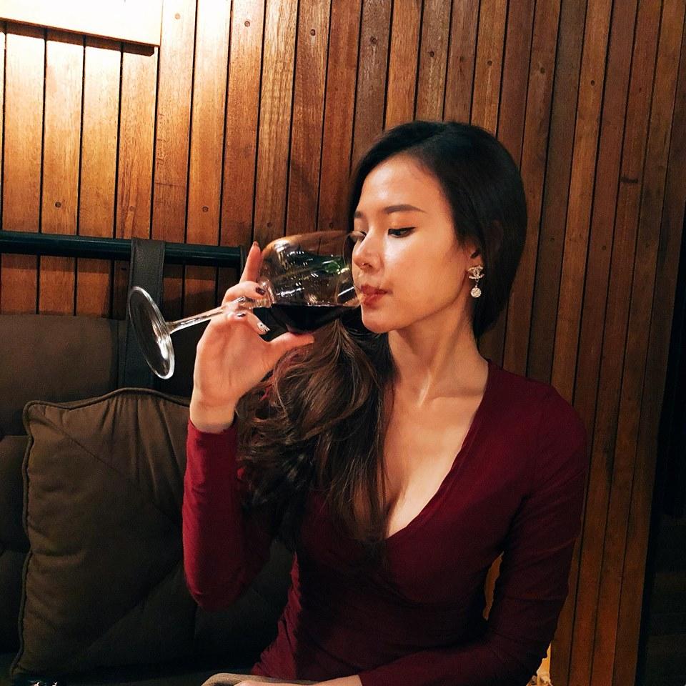Rượu vang và phái đẹp Á Đông