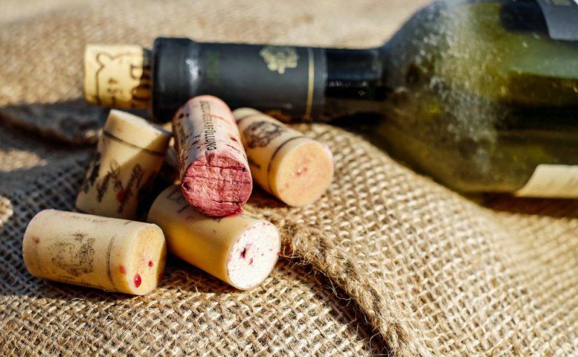 Rượu vang và nút bần
