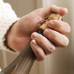 Cách mở Champagne (Sparkling) trong 3 bước